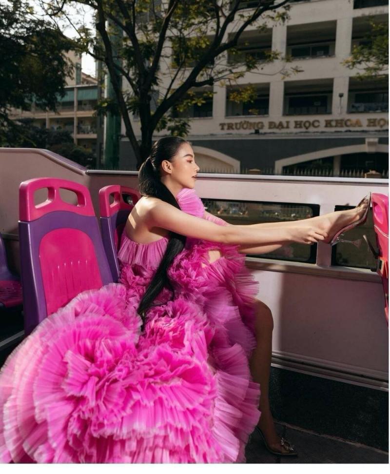 Hoa hậu Phương Khánh rất thời trang khi diện thiết kế này