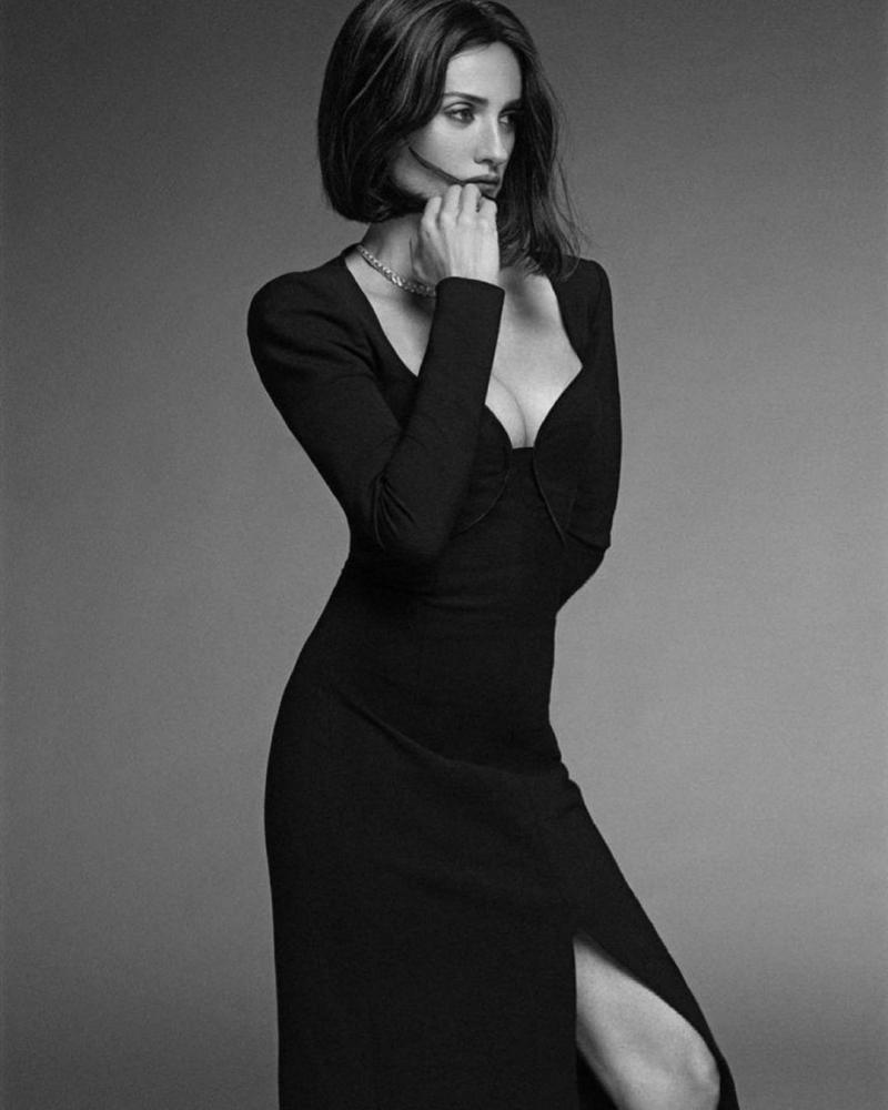 Penélope Cruz trên ấn phẩm Instyle của Tây Ban Nha mới đây khiến người ta 'hết hồn' vì cứ ngỡ chỉ mới tầm đôi mươi, nhưng thật ra người phụ nữ quyến rũ bậc nhất Hollywood này đã tiệm cận 50 lắm rồi.