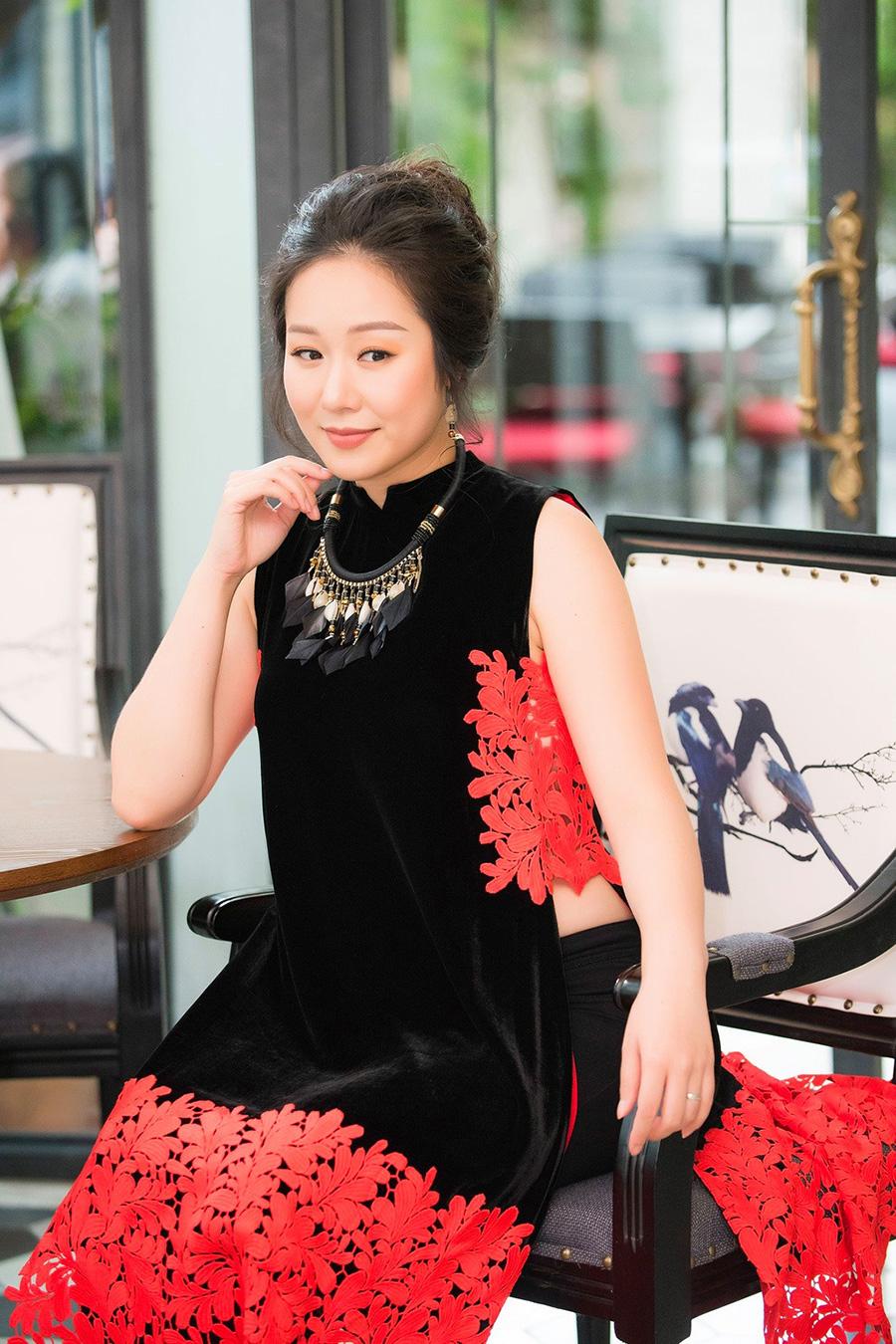 Được biết tới là em họ của Hoa hậu Ngô Phương Lan