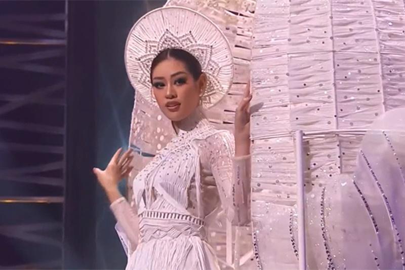 Phần thi trang phục dân tộc 'gây bão' của Khánh Vân tại Miss Universe 2020.