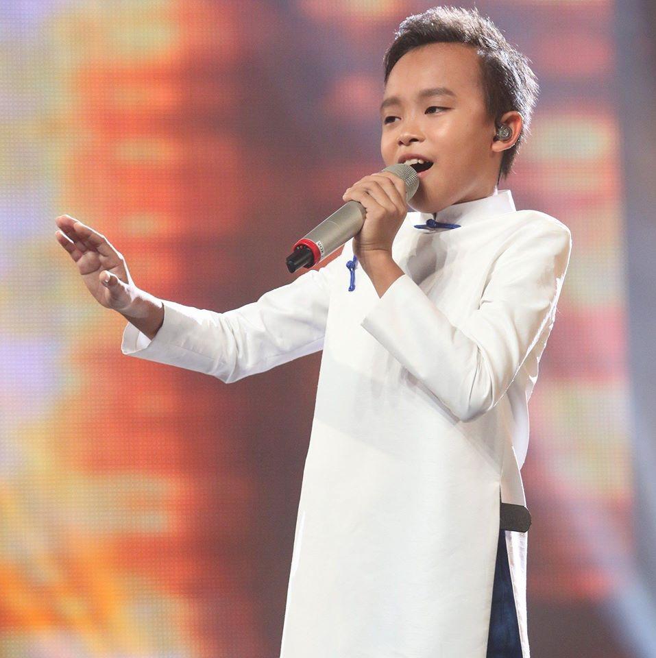 Hồ Văn Cường trên sân khấu Vietnam Idol Kids 2016.