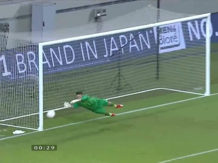 Thủ môn Bùi Tấn Trường thể hiện xuất sắc trong trận đấu với Malaysia