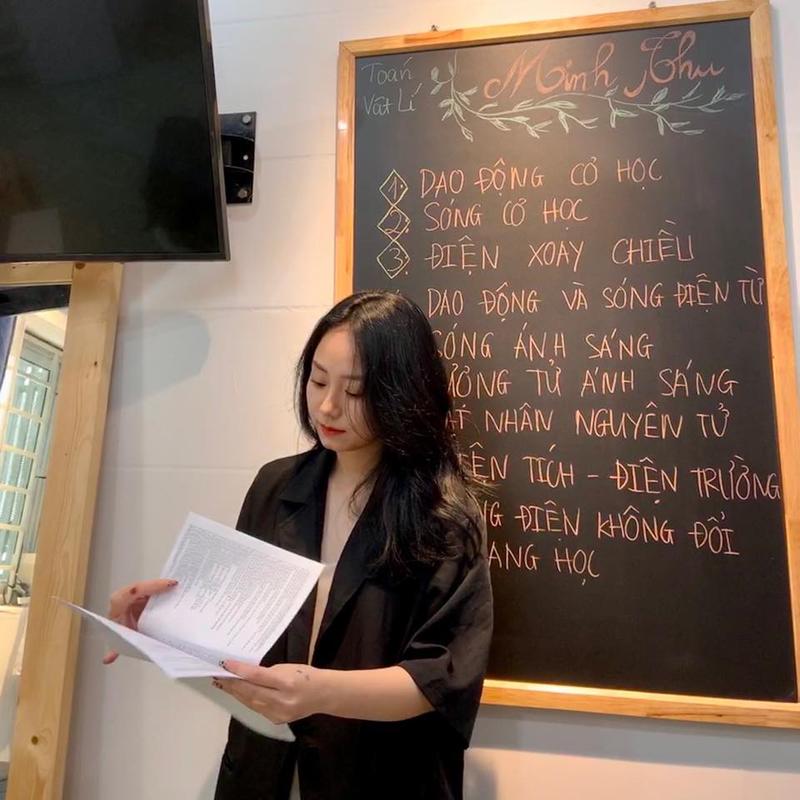 Cô giáo Minh Thu gây sốt mạng xã hội vì xinh đẹp