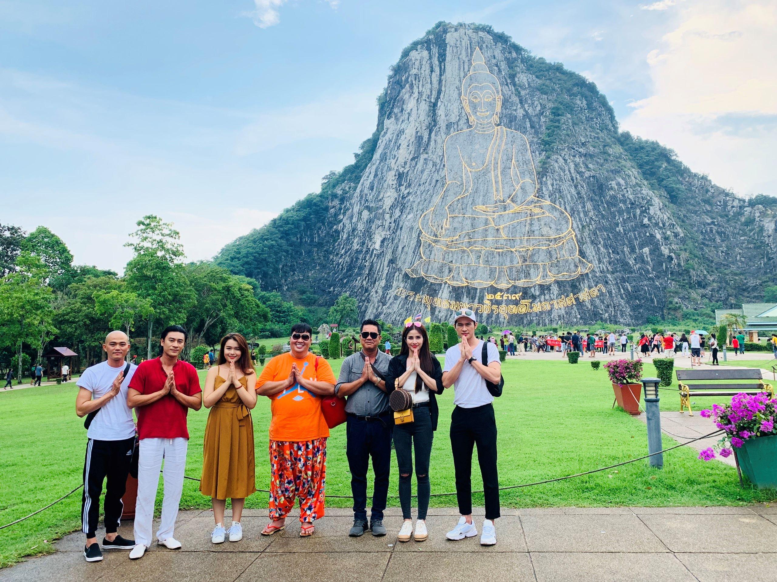 Đoàn làm phim tại Thái Lan