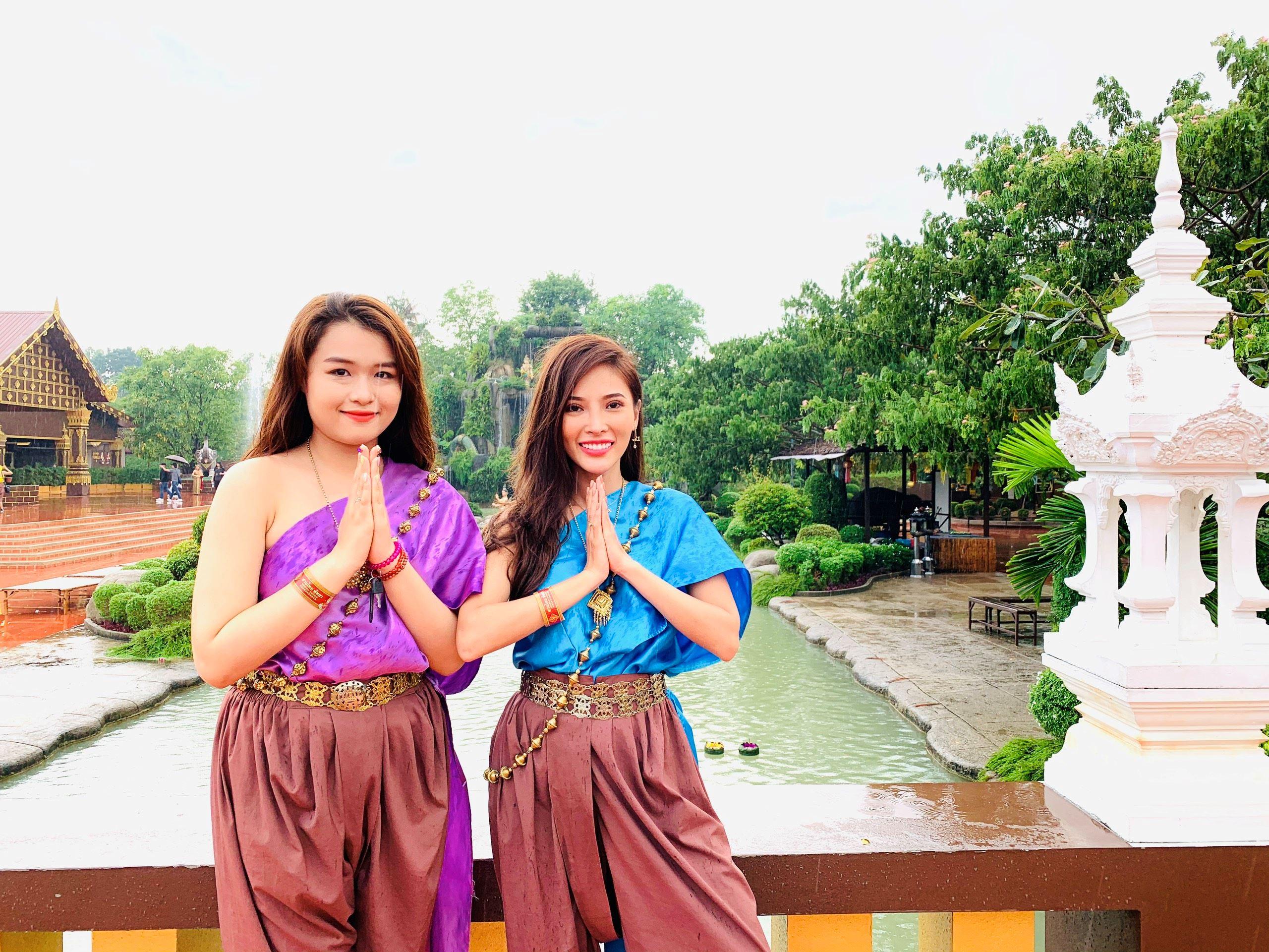 Cả đoàn làm phim 'Má tôi là đại gia' bị cảnh sát Thái Lan bắt 2