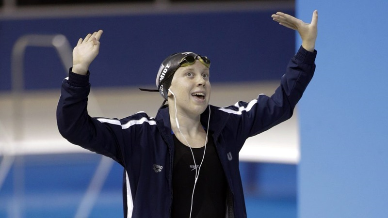 Vận động viên bơi lộicủa đội tuyển Mỹ -Sierra Schmidt.