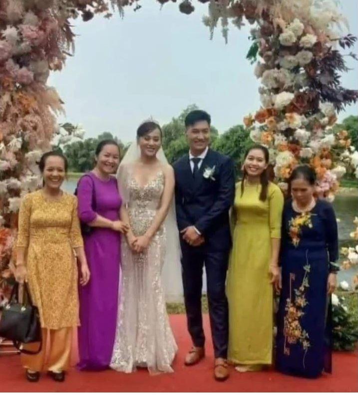 Chú rể này không phải Long và cô dâu này không phải là Nam thì là ai?