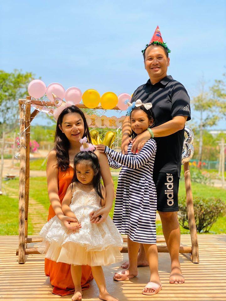 Quỳnh Anh và chồng cũ Quang Huy cùng 2 con gái
