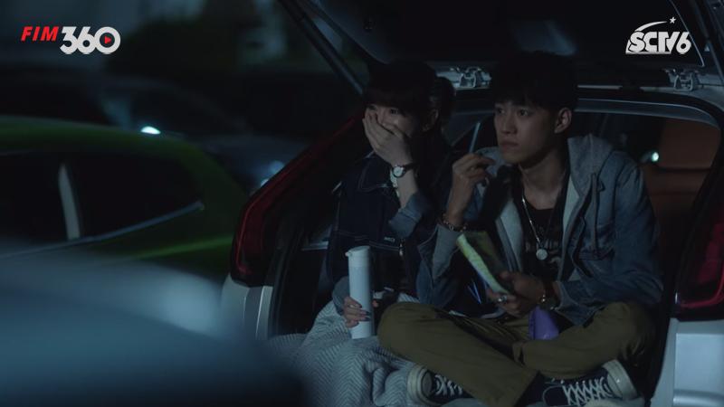 Hai người cùng ra ngoài xem phim xuyên đêm.