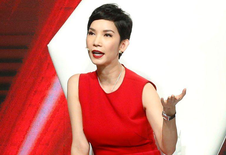 Xuân Lanliên tục cập nhật tiến triển bệnh của Phi Nhung để người hâm mộ được yên tâm.