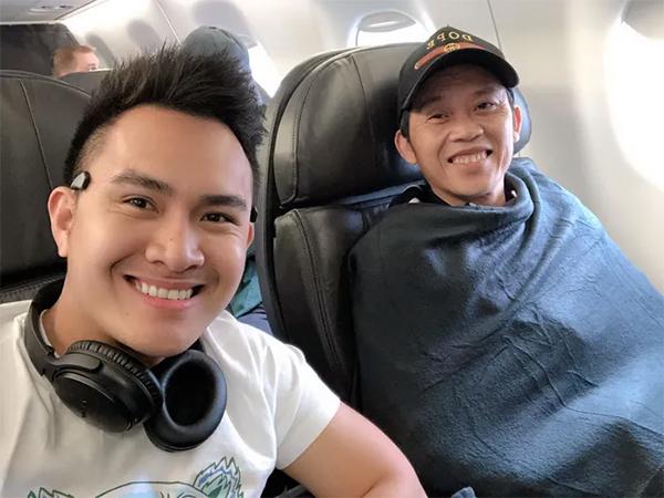 Thành Vinh và Hoài Linh trên một chuyến bay cách đây đã lâu