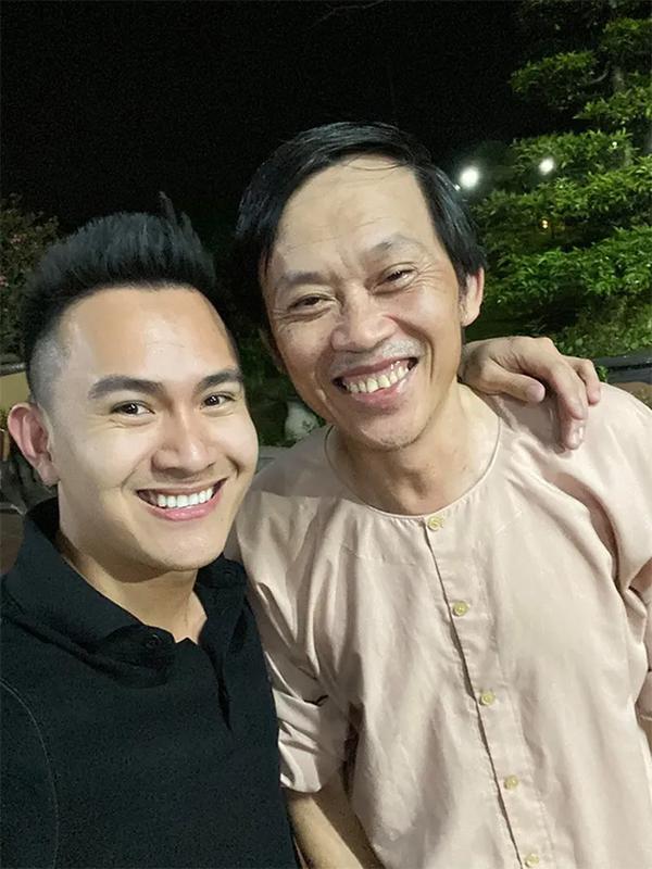 Con trai NS Hoài Linh phản ứng thế nào trước tin đồn đã bí mật đón bố sang Mỹ? 0