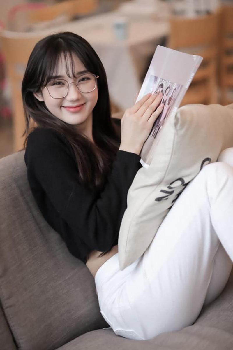 Mina Young đã có 1 thời gian dài gắn bó với mái tóc dài thướt tha.
