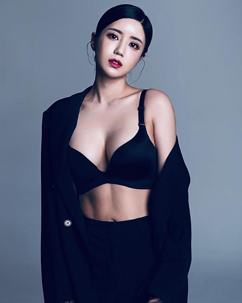 Từng là người mẫu, Seoyoon có nhiều lợi thế và cơ thể và khuôn mặt khi chuyển sang nghề streamer