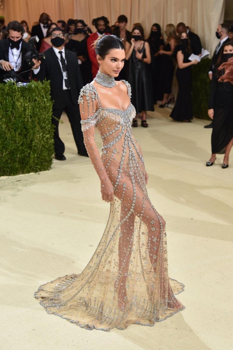 Kendall Jenner là một trong những mỹ nhân mặc đẹp & đúng nhất MET Gala 2021.