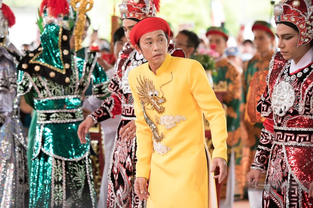 Hoài Linh tổ chức dâng hương cúng tổ nghề hàng năm.