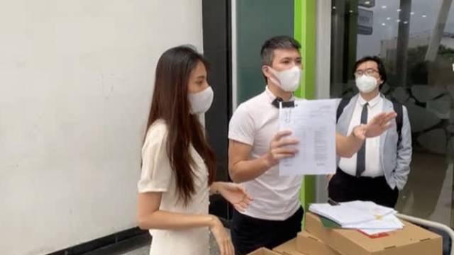 Vợ chồng Công Vinh - Thủy Tiên trong buổi livestream 'Mang sao kê ra trước công chúng' chiều 17/9