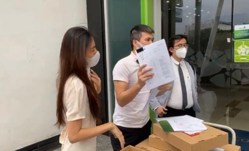 Công Vinh và Thủy Tiên trong livestream sao kê ngày 17/9