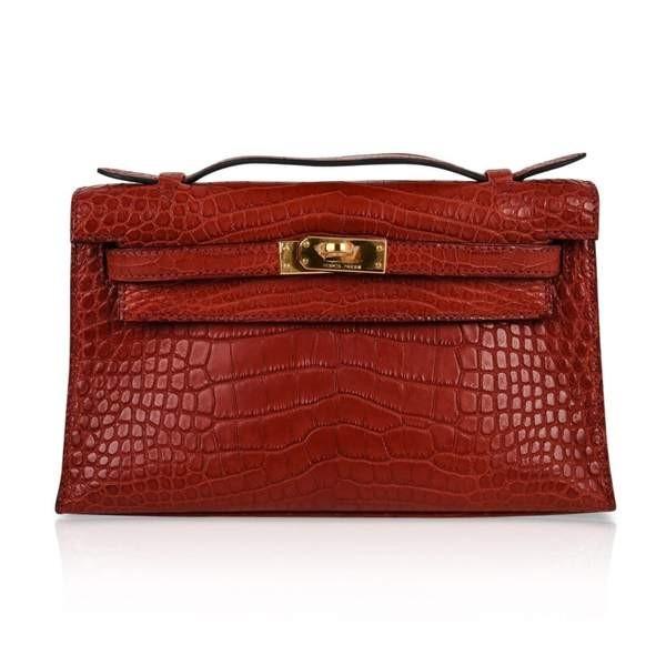 Túi Shiny Red Kelly Potchete có giá khoảng 1,5 tỷ đồng. Thiết kế túi hình chữ nhật với phom dáng cứng cáp và đường vân hoạ tiết đặc trưng.