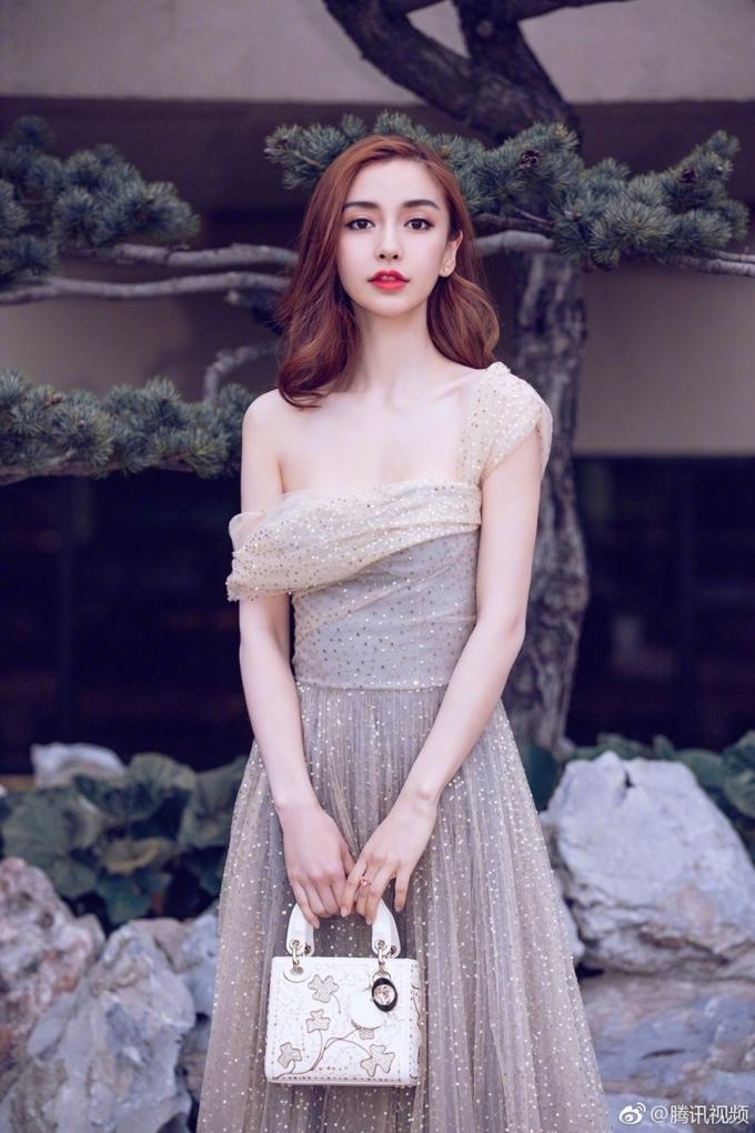 Những lần bà xã Huỳnh Hiểu Minh đẹp kinh diễm với váy áo Dior.