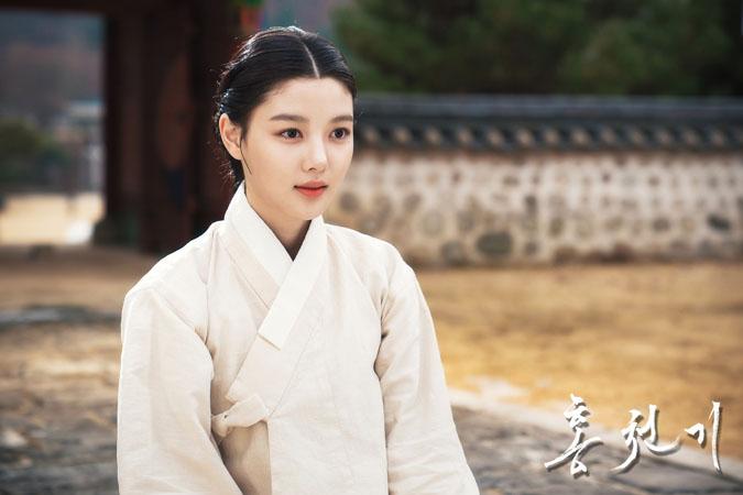 Ở lần trở lại này, Kim Yoo Jung đã có nét trưởng thành hơn trong cả diễn xuất và vẻ ngoài ngọt ngào của mình