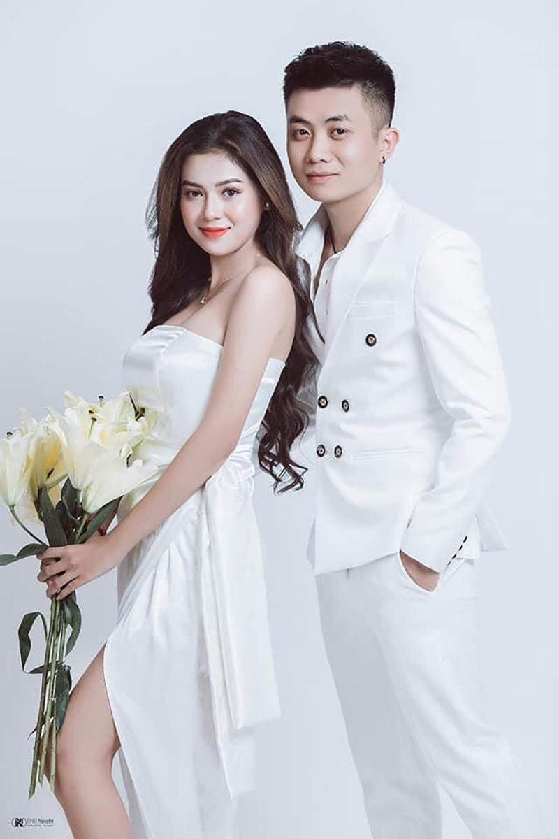 Sau một thời gian tìm hiểu và yêu xa, ngày 21/2/2021 cặp đôi tổ chức đám cưới trong sự chúc phúc của người thân và bạn bè.