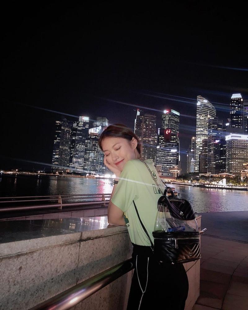 'Em' balo nhựa trong nổi tiếng của nhà Chanel cũng được Khánh Vy 'cưng' hết sức, thường xuyên mang theo trong những chuyến du lịch có giá hơn 90 triệu VNĐ.
