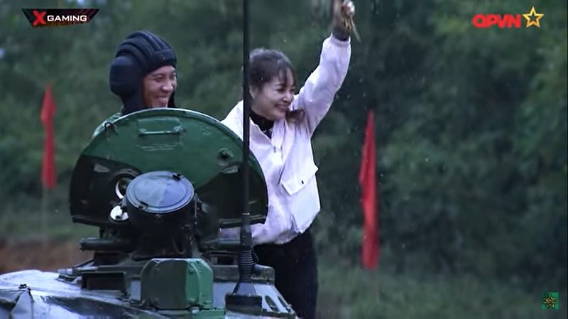 Lan Phương vô cùng phấn khích khi đã giành được chiến thắng, tìm ra Kỳ tài X.