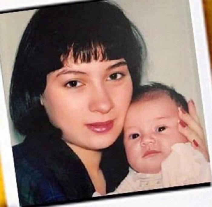 Năm 1992, Phi Nhung sinh con gáiWendy ở tuổi 22. Từ đó, cô một mình nuôi con cho đến tuổi trưởng thành.