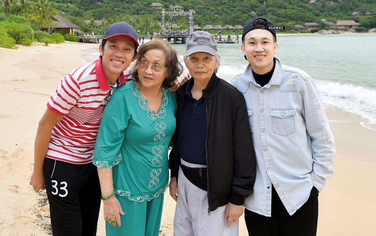 Khoảnh khắc Hoài Linh hiếm hoi đứng chung sân khấu cùng bố mẹ ruột trên sóng truyền hình được lan truyền khắp MXH - Giải trí - NetNews.vn