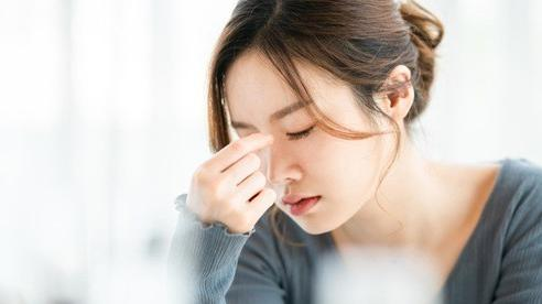 Ngồi trong nhà vệ sinh lâu, đột ngột đứng lên hoa mắt chóng mặt, không chỉ do thiếu máu mà còn có thể mắc 1 trong 3 căn bệnh có khả năng đột quỵ
