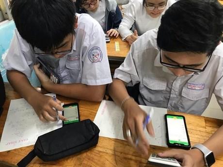 [Audio] Có nên cho học sinh dùng điện thoại trong lớp học?