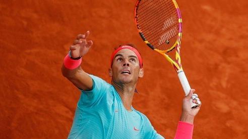 Clip 'Vua' Rafael Nadal, 'Hoàng tử' Dominic Thiem thắng dễ trận ra quân Roland Garros