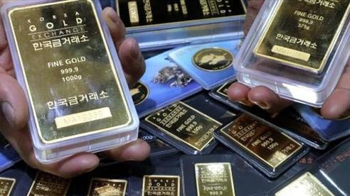 Giá vàng châu Á lao dốc, mất mốc 1.900 USD/ounce