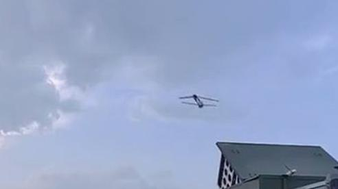 Trung Quốc giới thiệu phi đội máy bay không người lái xuất kích từ xe tải, trực thăng