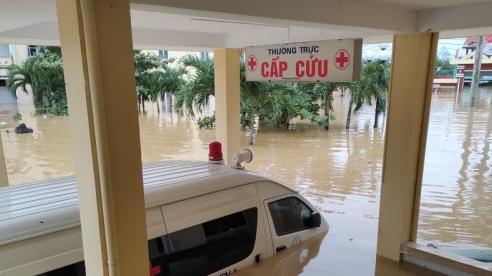 Quảng Bình: Một bệnh viện bị cô lập hoàn toàn trong nhiều ngày do mưa lũ