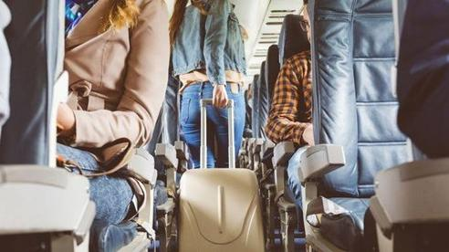 Nữ hành khách 30 tuổi chết trên máy bay do nhiễm Covid-19