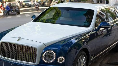 Bắt gặp Bentley Mulsanne EWB hai tông màu độc nhất Việt Nam trên đường phố Hà Nội