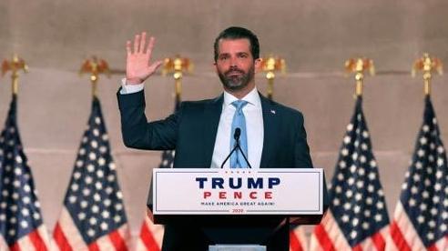 Con trai ông Trump úp mở chuyện tranh cử tổng thống