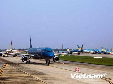 Hủy hàng trăm chuyến bay trong ngày 28/10 vì cơn bão số 9