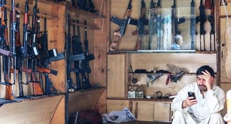 'Thăm' chợ vũ khí ở Afghanistan
