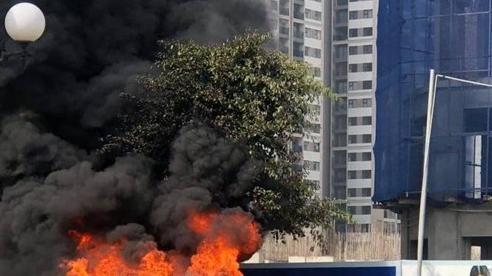Ô tô Mercedes GL450 đang đi trong khu đô thị Vinhomes Ocean Park bất ngờ cháy rụi