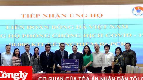 VFF trao tặng Bộ Y tế 10.000 bộ kit phòng chống dịch Covid-19