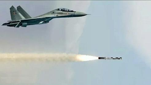 Su-30MKI bay hơn 4000km bắn BrahMos hạ mục tiêu
