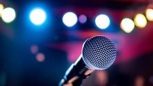 Cha đẻ của máy hát karaoke hóa ra lại là một gã đánh trống mù nhạc lý, người bỏ lỡ hàng trăm triệu USD vì 'quên' đăng ký bản quyền