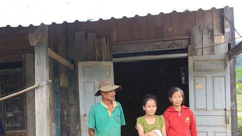 Đề nghị xử lý Tổ trưởng tổ dân phố bớt gạo hỗ trợ của người nghèo