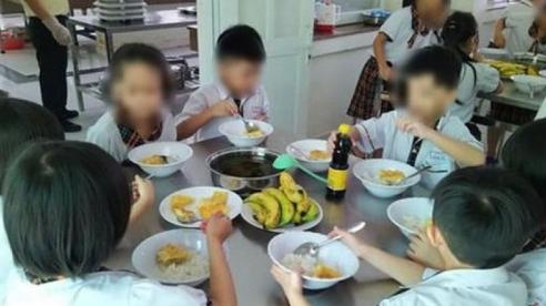 Hiệu trưởng bị yêu cầu ''kiểm điểm'' trong vụ bớt xén suất ăn của học sinh