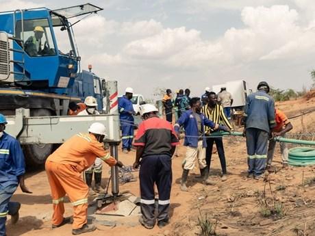 Sập mỏ vàng tại Zimbabwe khiến hàng chục người mắc kẹt