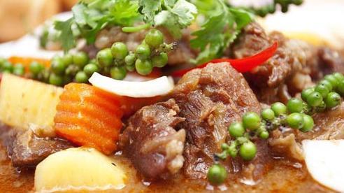 Món ngon cuối tuần: Thịt bò hầm tiêu xanh ấm nồng khó cưỡng