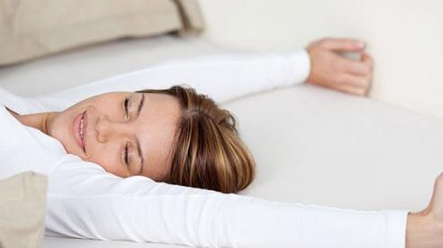 Lý do bạn không nên dùng gối khi ngủ?